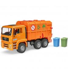 Śmieciarka MAN z tylnym załadunkiem i koszami na śmieci Bruder 02760